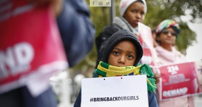 Imagen con el cartel del hashtag #bringbackourgirls