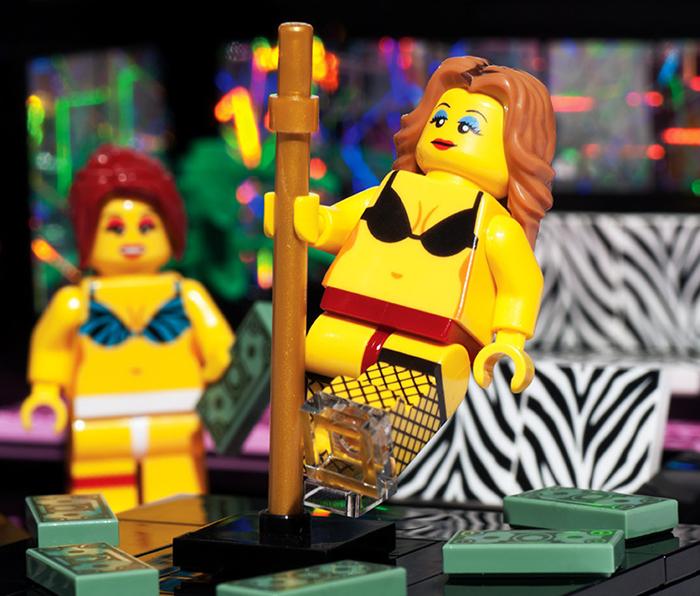 lego-striptease-1