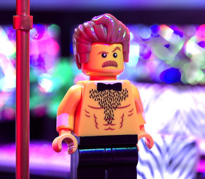 lego-striptease-2