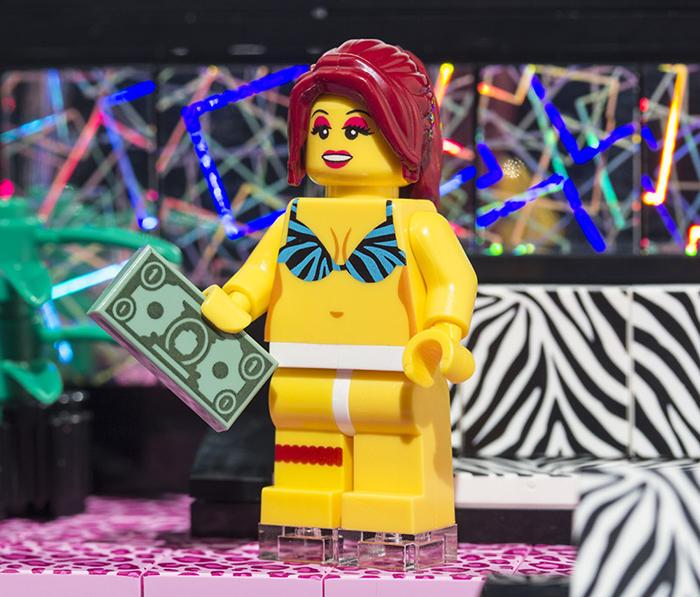 lego-striptease-3